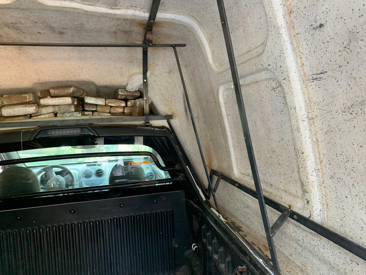 Polícia Civil de Jequié apreende 90 kg de maconha escondidas em um veículo