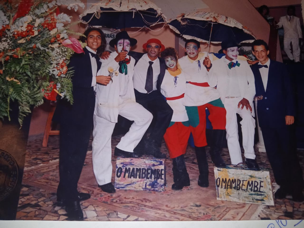 Clowns (palhaços) da Corte de William Shakespeare, no Teatro Municipal de Jequié, em 1998