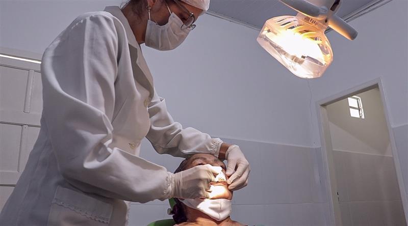 Secretaria de Saúde vem realizando atendimentos a pacientes que precisam de prótese dentária