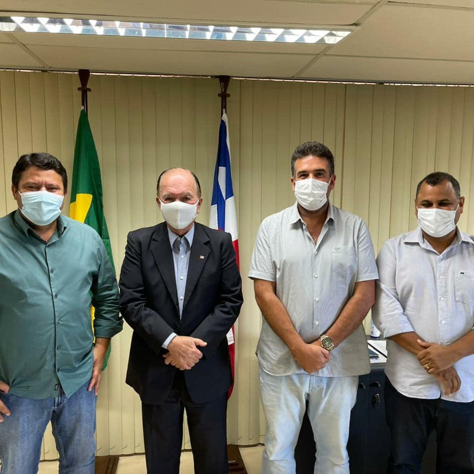 Prefeito de Lafaiete Coutinho busca melhorias para a feira livre do município