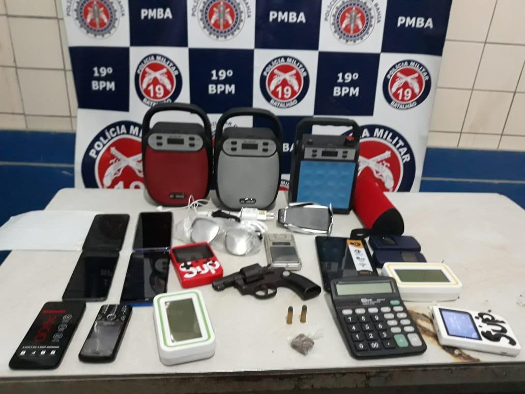 Polícia Militar apreende adolescente com vários celulares roubados