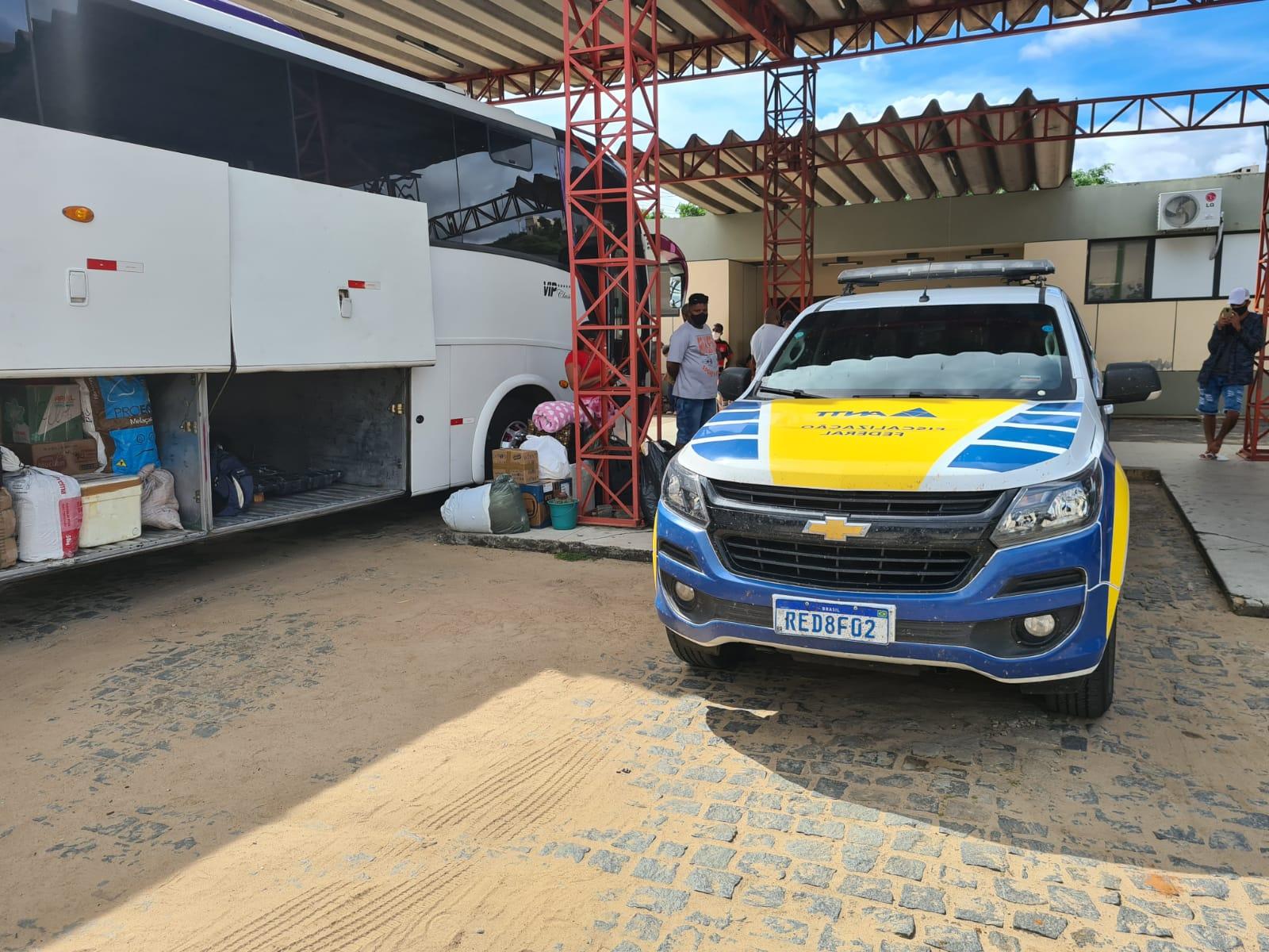Ação da ANTT apreende 20 veículos fazendo transporte clandestino na Bahia e em Sergipe
