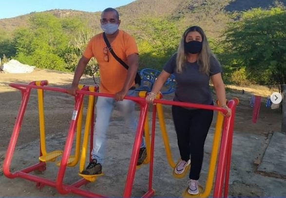 Vereadora Moana Meira entrega equipamentos de academia na comunidade Renascer