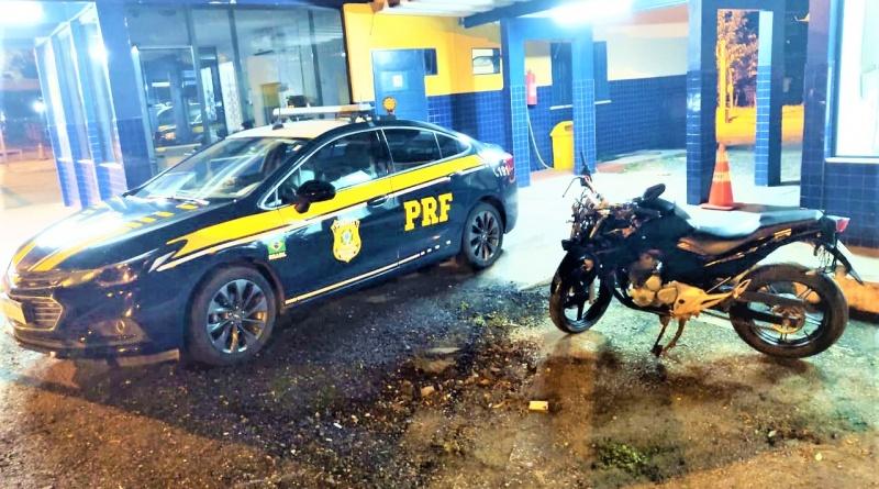Ao atender acidente, PRF apreende motocicleta adulterada na BR 116 em Jequié