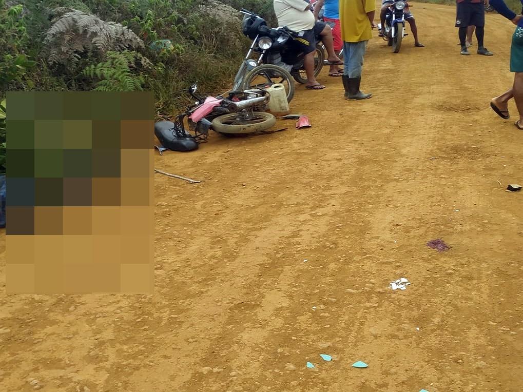 Colisão entre duas motos deixa três feridos na zona rural de Brejões.