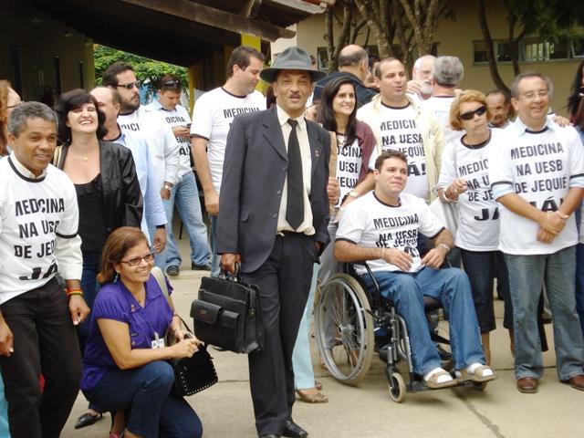 Mais uma cena da luta pela criação dos cursos de Medicina, Teatro e Dança, no Campus de Jequié (UESB), em 2008