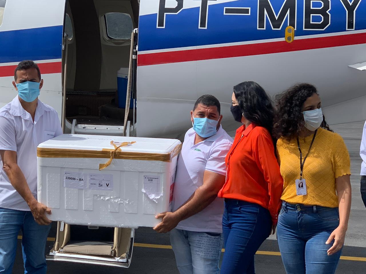 Aeronave pousa em Jequié trazendo as primeiras doses da vacina contra COVID 19