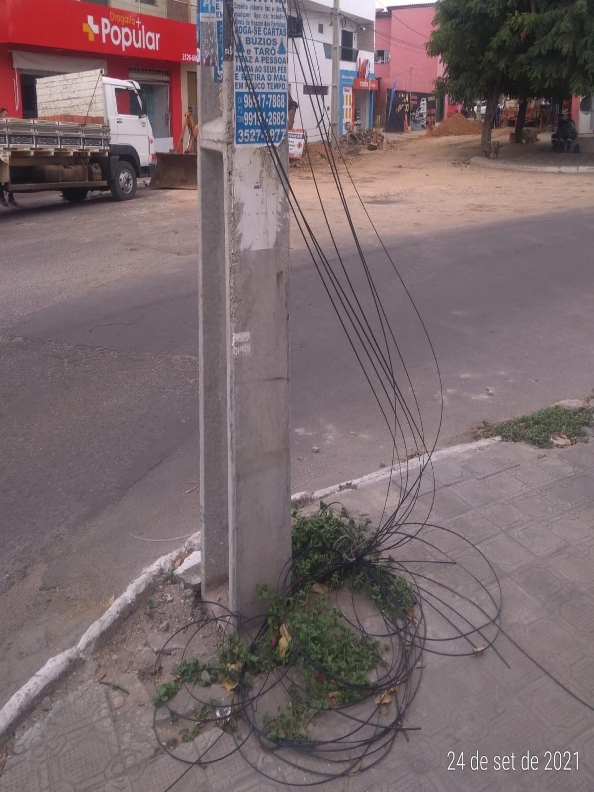 Fios de internet se partiram e moradores do Largo do Viveiro cobram providências das operadoras