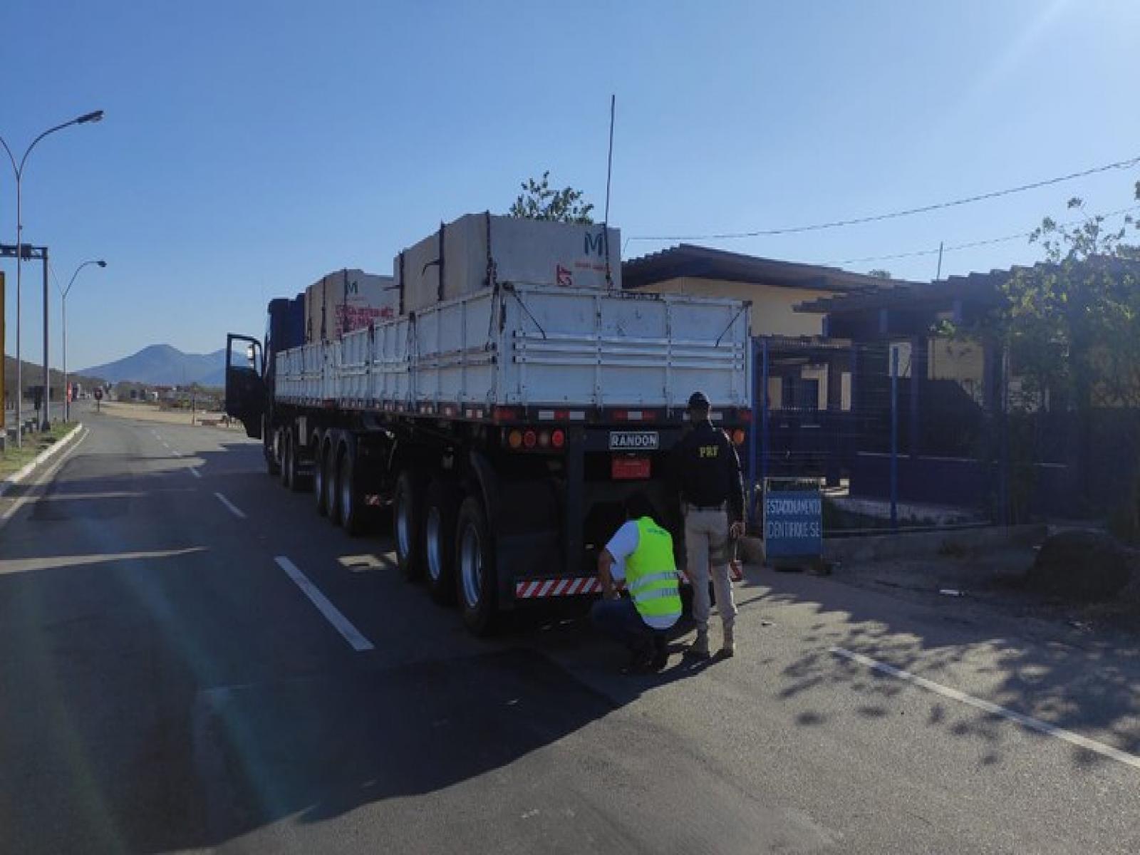 PRF em Jequié realiza comando para fiscalização de freios em trecho da BR 116