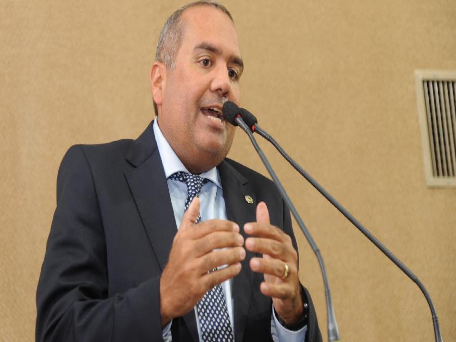 Sandro Régis sugere a Rodrigo Maia filiação ao PT