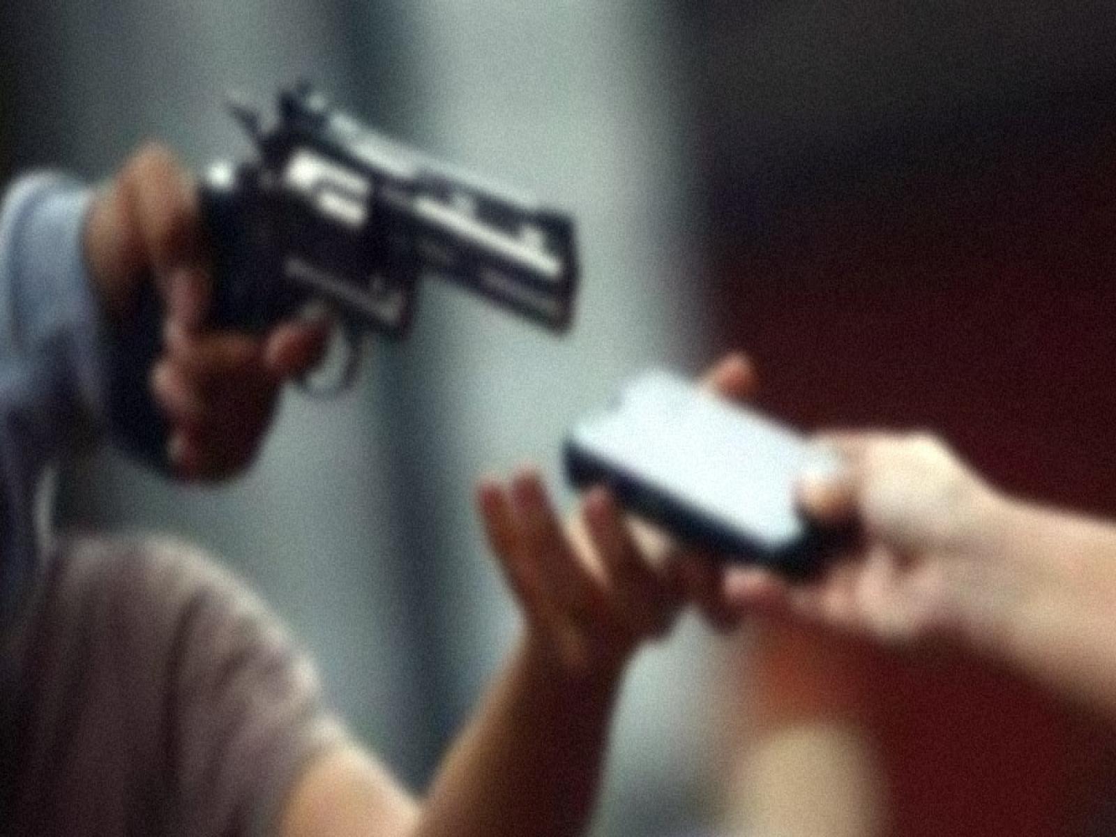 Assalto durante confraternização, bandidos levaram 4 celulares