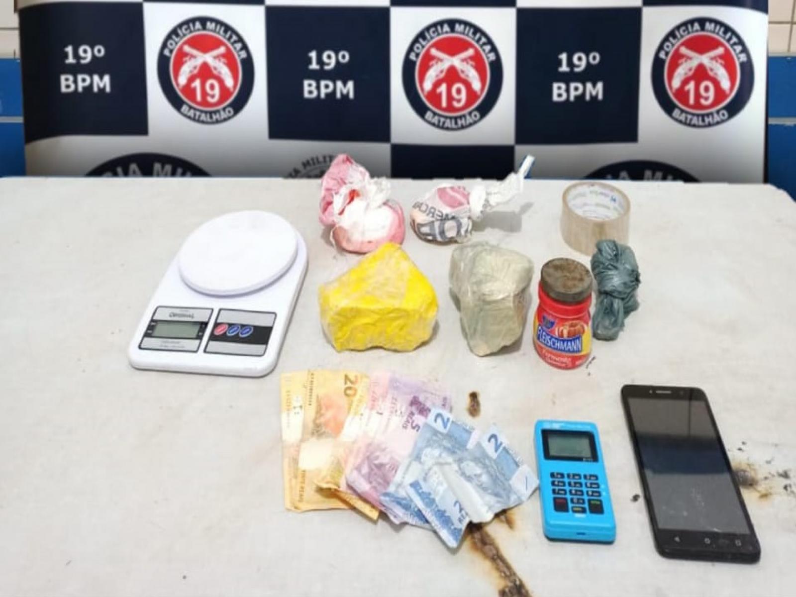 PM deteve suspeito com drogas e munições